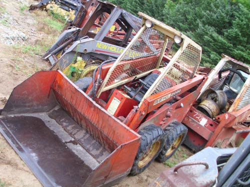 Used Gehl 2600 skid steer loader parts. Front photo EQ-18937