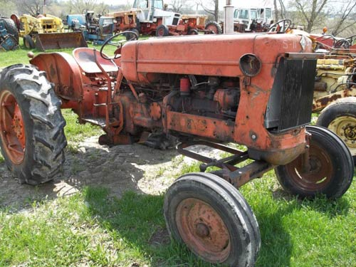 Used Allis Chalmers D17 tractor parts - side photo EQ-20047