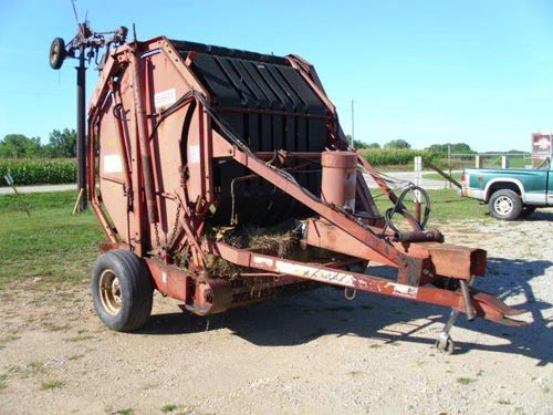Massey Ferguson 560 hay equipment salvaged for used parts. This unit is available at All States Ag Parts in Black Creek, WI. Call 877-530-2010 parts. Unit ID#: EQ-21069. The photo depicts the equipment in the condition it arrived at our salvage yard. Parts shown may or may not still be available. http://www.TractorPartsASAP.com