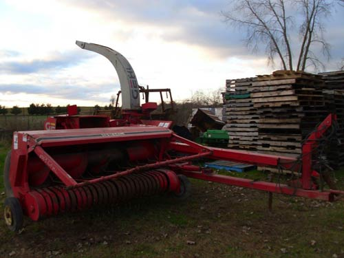 Used Gehl 1065 harvester parts. Rear photo EQ-21287