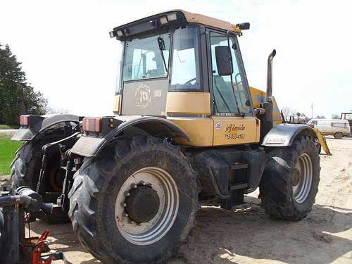 Used JCB 185-65 FASTRAC tractor parts. Rear photo EQ-22185